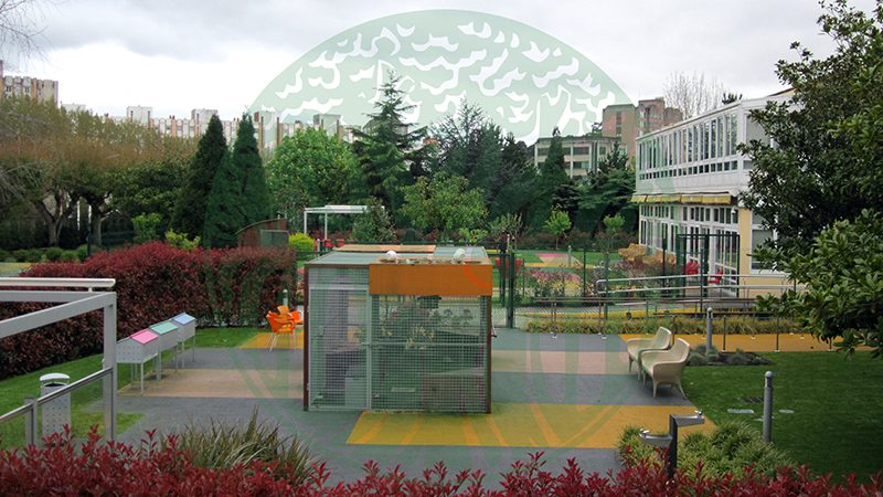 Centro de Día La Milagrosa. Vista exterior xardín